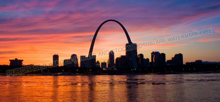 The St Louis Arch at sunset
